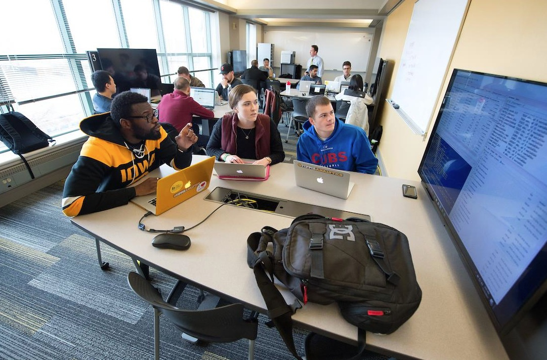 Students in the Tippie Analytics lab